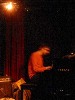 Knitting Factory, NYC, 11/2004, photo by Thomas Boulin